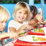 dzieci posiłek